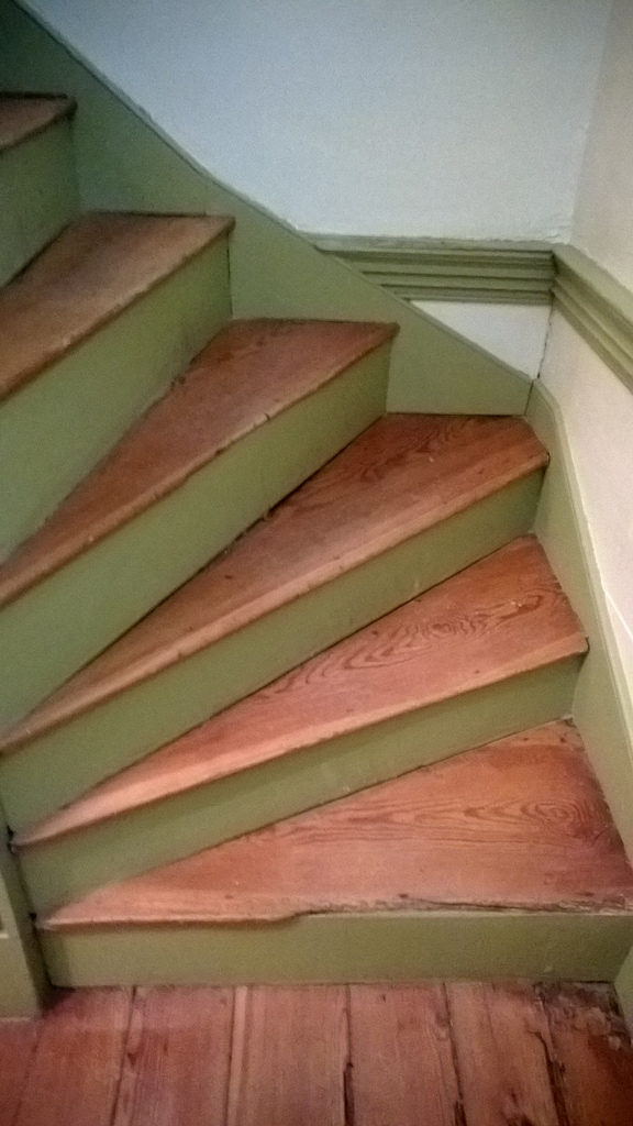 Interior - Pie-shaped stairs